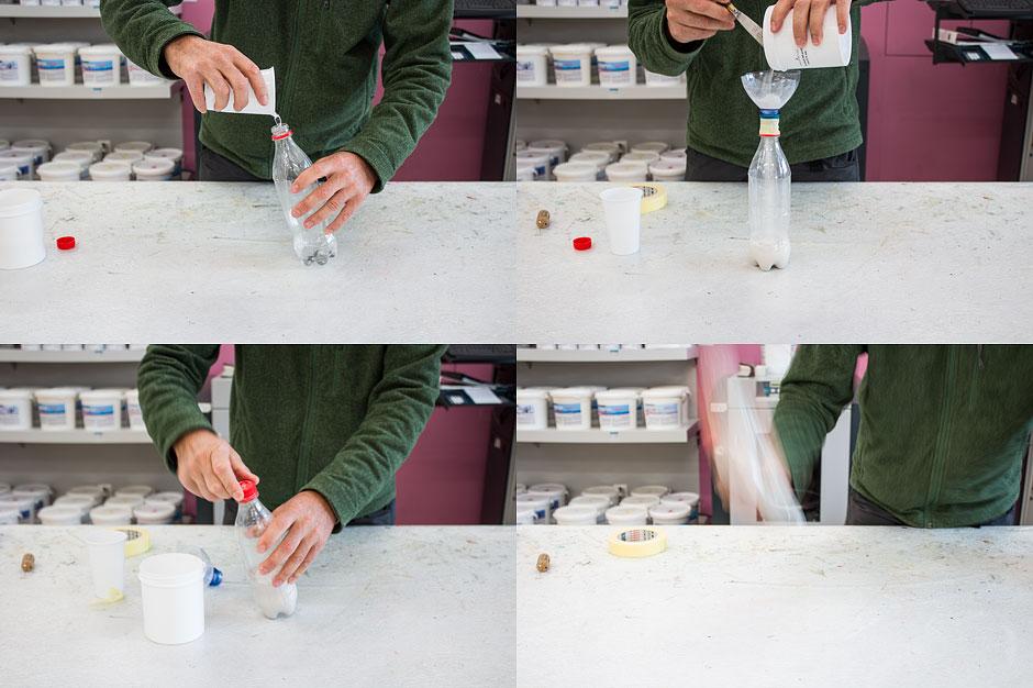 Gips anmischen in PET-Flasche